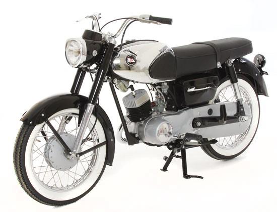 تاریخچه کاواساکی . موتورسیکلت کاواساکیB8